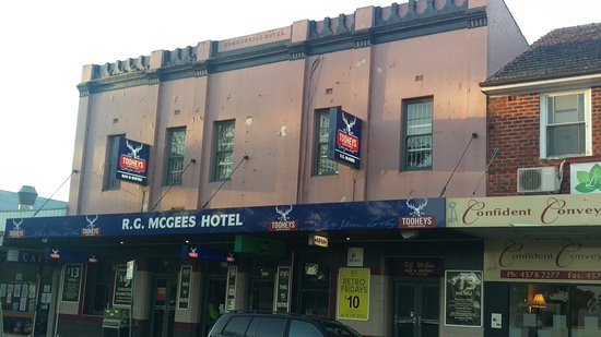 R. G. McGees Hotel - Restaurant Find